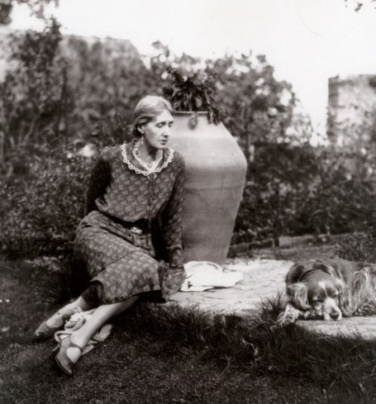 Virginia_Woolf_in_Garden_with_Pinka_attr_Harvard_theatre_collection__Houghton_Library